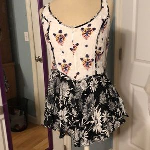 Free People. Cute floral top size. Extra small